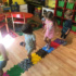 Děti dostaly jako dárek ke dni dětí ortopedickou podlahu Muffik + další pomůcky pro podporu nožní klenby a správnou stimulaci chodidel.